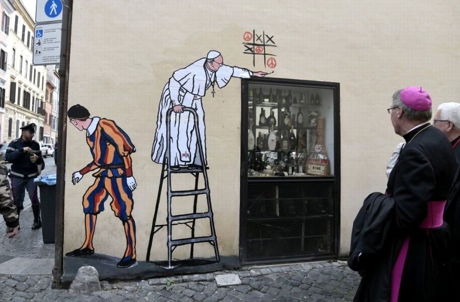 Maupal-graffiti Rómában: Ferenc pápa